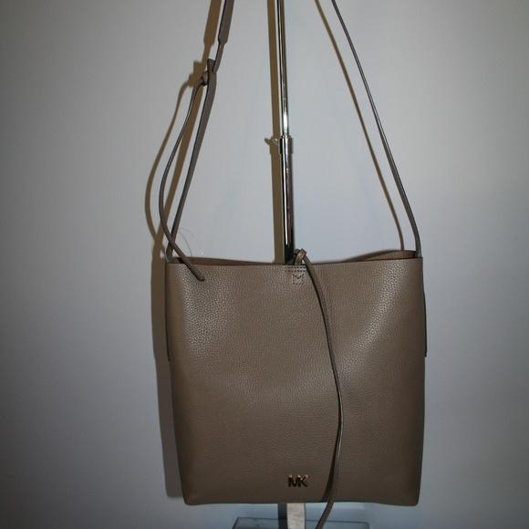 1edb72fedf7998 Michael Kors Bags | Junie Large Messenger Mushroom | Poshmark